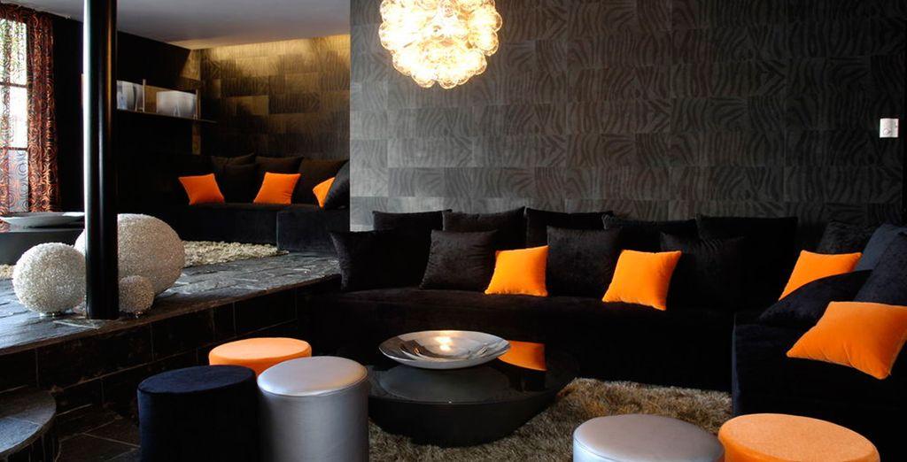 Suelos de madera, sofás y sillones para tu máximo descanso en el Black Lounge