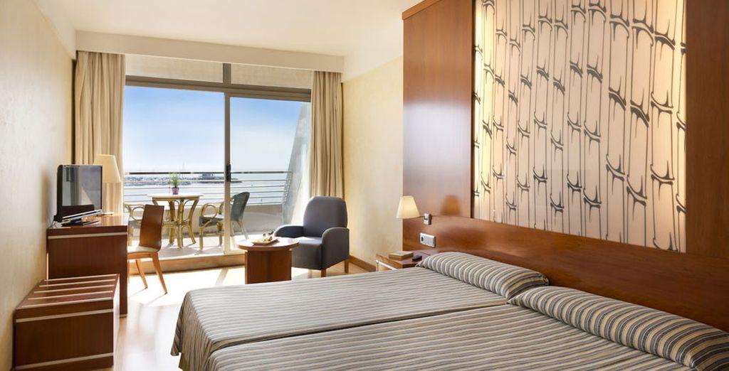 Descansa en tu Suite Superior con vistas al mar