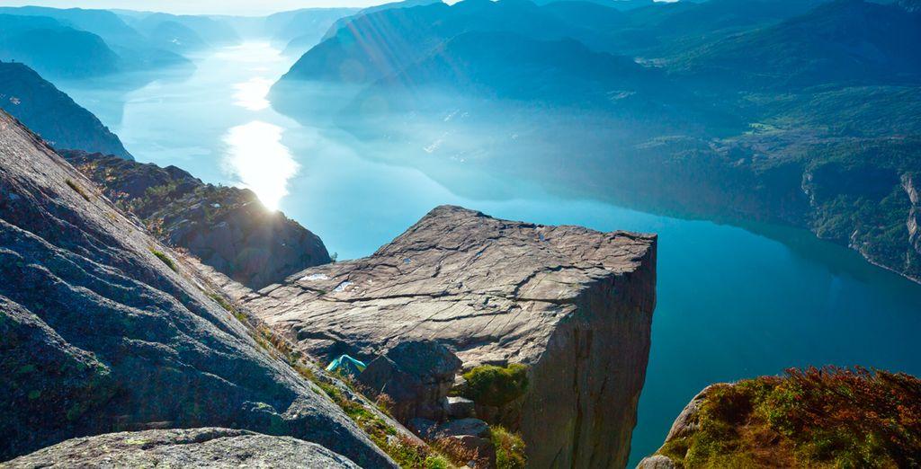 Subirás al famosísimo Púlpito, un saliente que se asoma sobre el fiordo de la Luz
