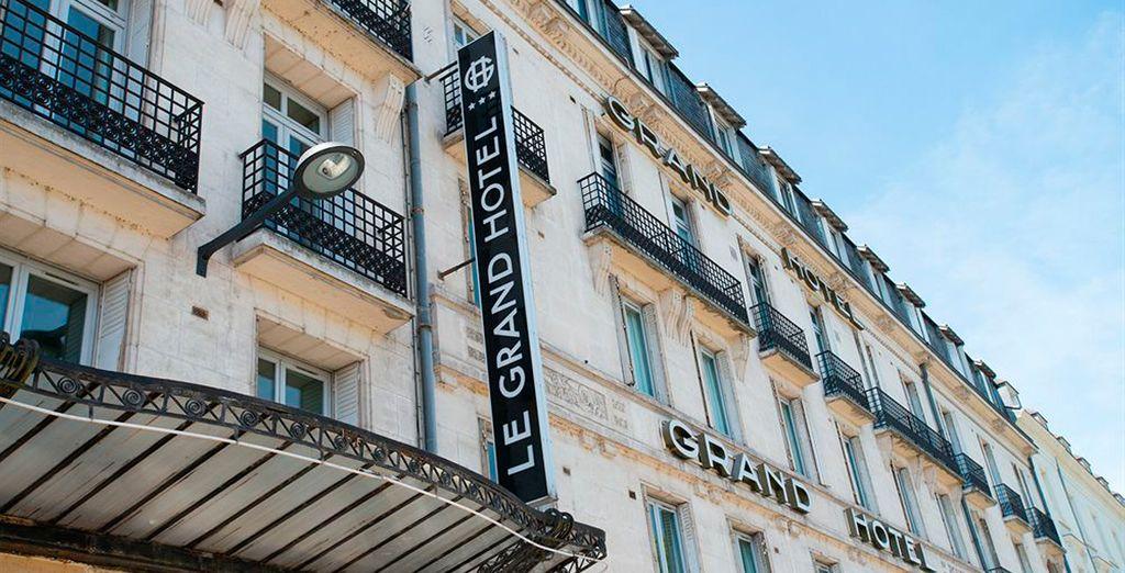 En Tours podrás alojarte en Le Grand Hotel 3*
