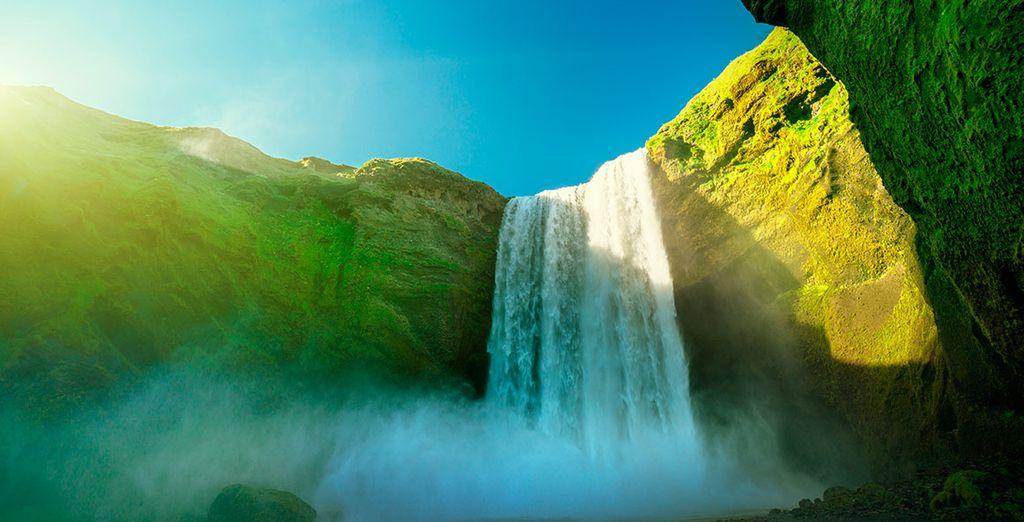 La cascada de Skogarfoss, uno de los puntos de interés