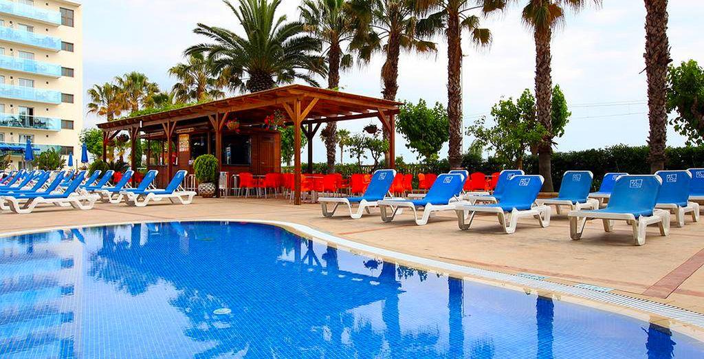 Disfruta de la piscina del hotel en los días de más calor