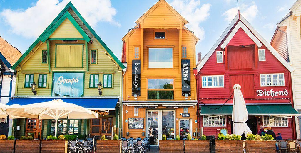 Un amplio repertorio de color llena de alegría sus calles