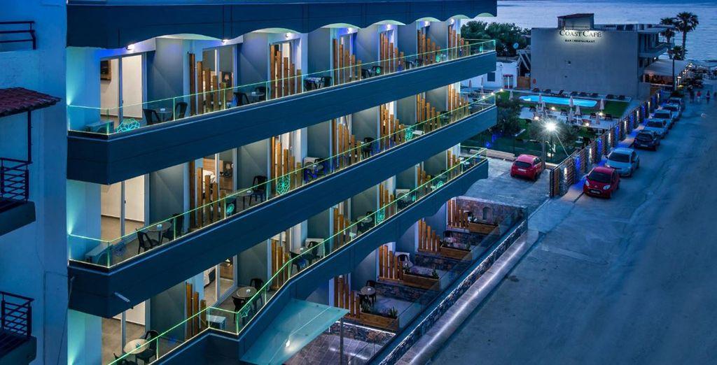 Te alojarás en el Infinity Blue Boutique Hotel & Spa 4*
