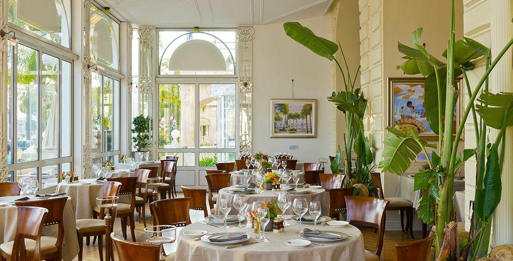 Regálate una cena en el Carlton Beach Restaurant