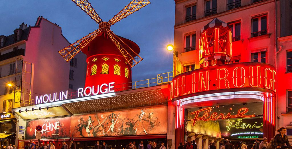 Visita el famoso Moulin Rouge, te cautivará desde el primer momento