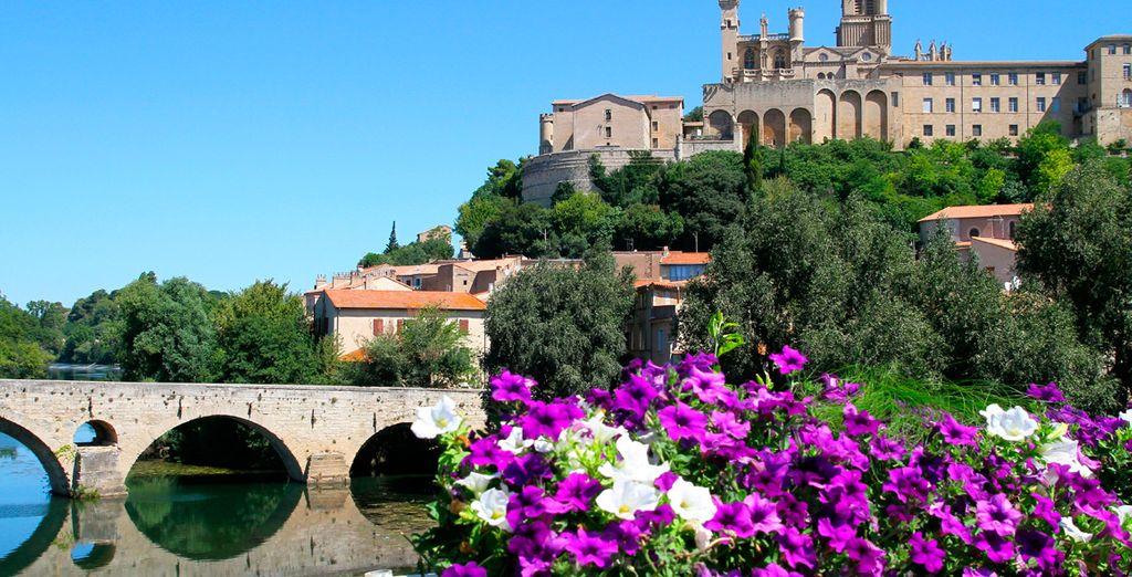 Pasear a orillas de Lez, contemplando la belleza de la ciudad de Montpellier