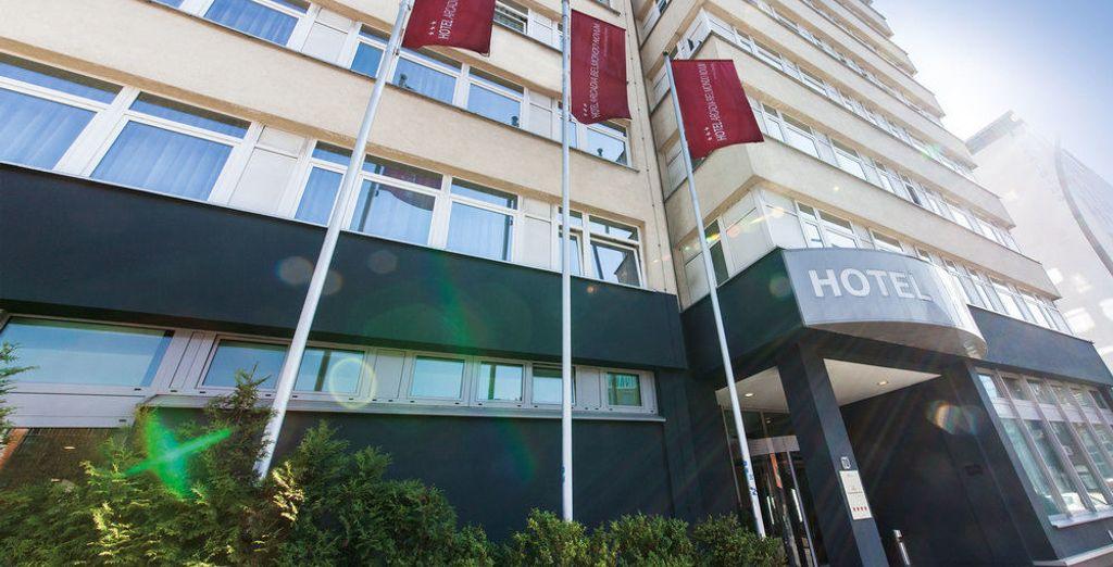 Novum Style Hotel Hamburg  Centrum 3* te da la bienvenida