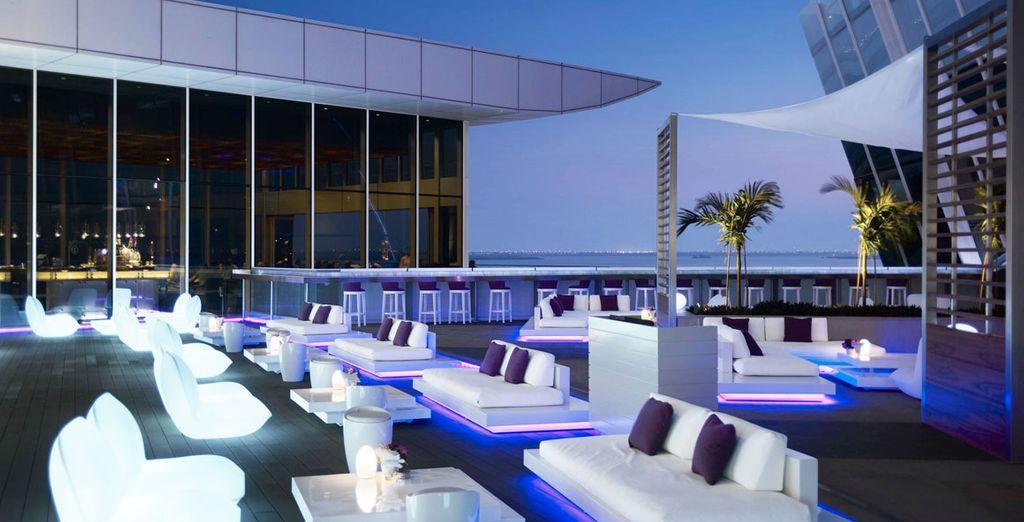 Tómate un cóctel de diseño en la terraza del hotel
