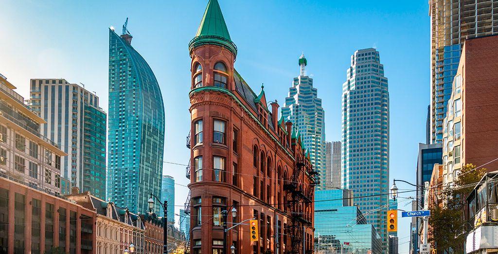Pasea por Toronto y admira sus monumentos más emblemáticos antes de regresar