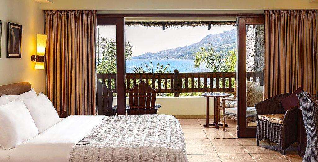 Te alojarás en una habitación Superior con vistas al océano...
