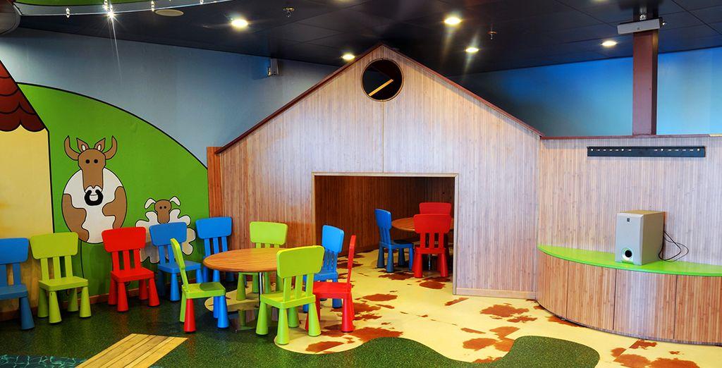 Hay una zona especialmente equipada para las actividades y diversiones de los más pequeños