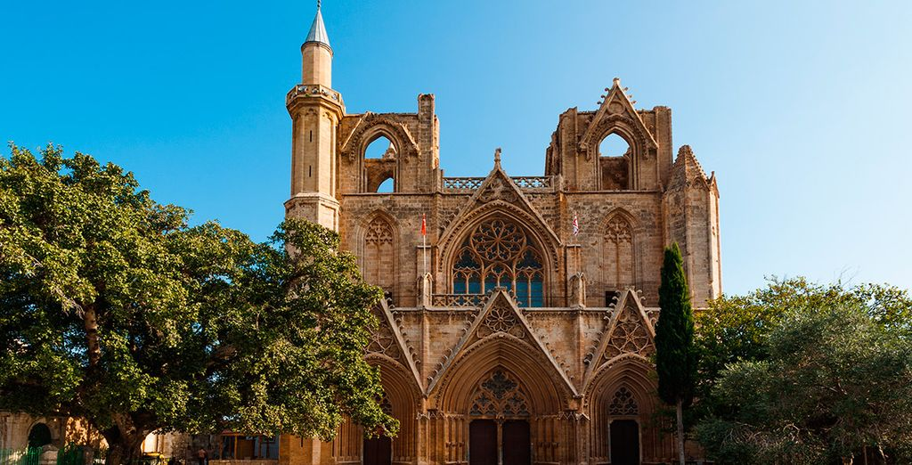La Catedral de San Nicolás, ahora Lala Mustafa Pasha Mezquita