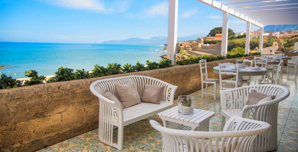 Tu hotel Tonnara di Trabia 4* te espera junto al mar