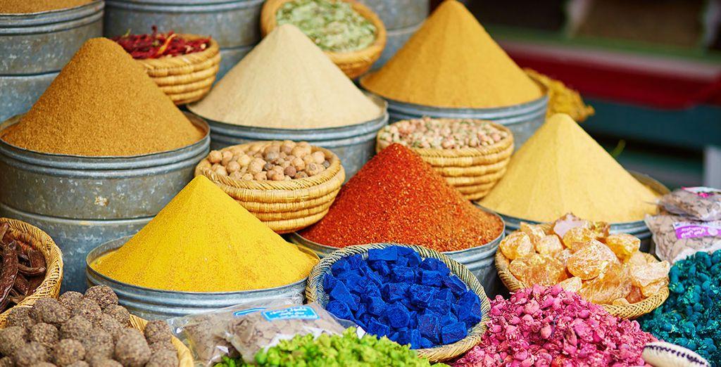 Pasea por sus mercados y deja que aroma y color inunden tus sentidos