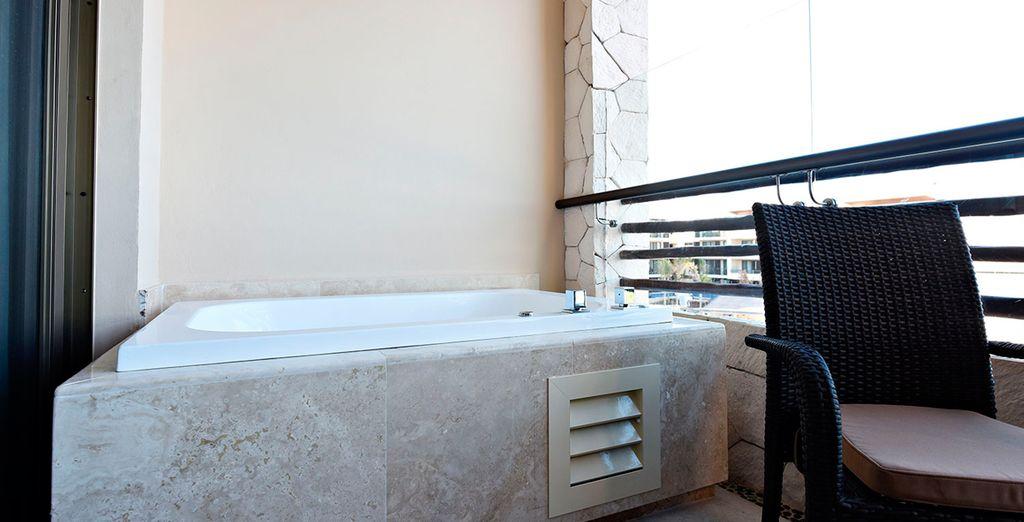 ...terraza y Jacuzzi