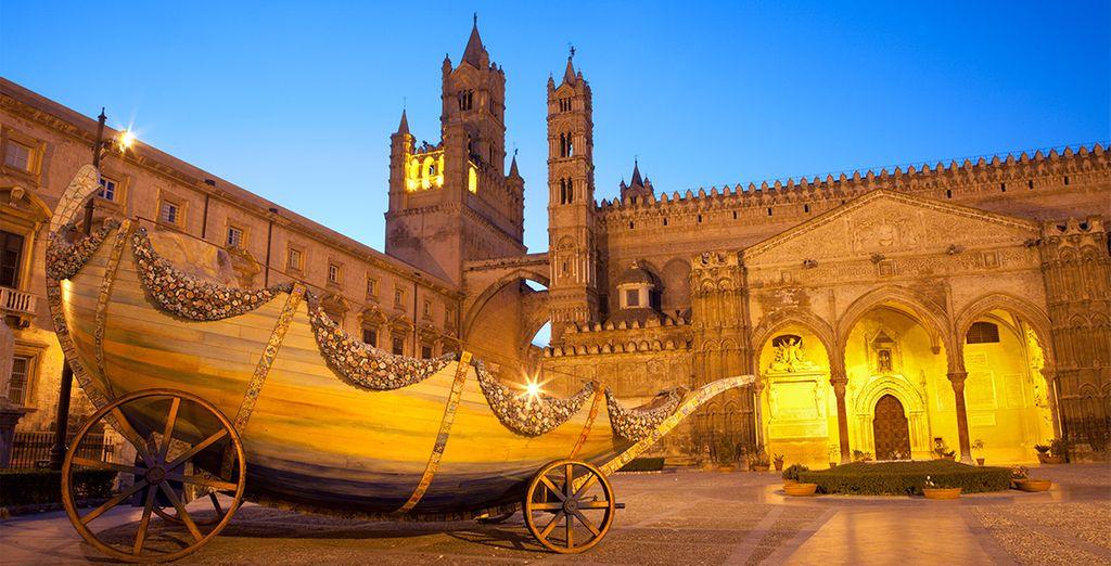 Portal sur de la Catedral, visite el hermoso Duomo al atardecer