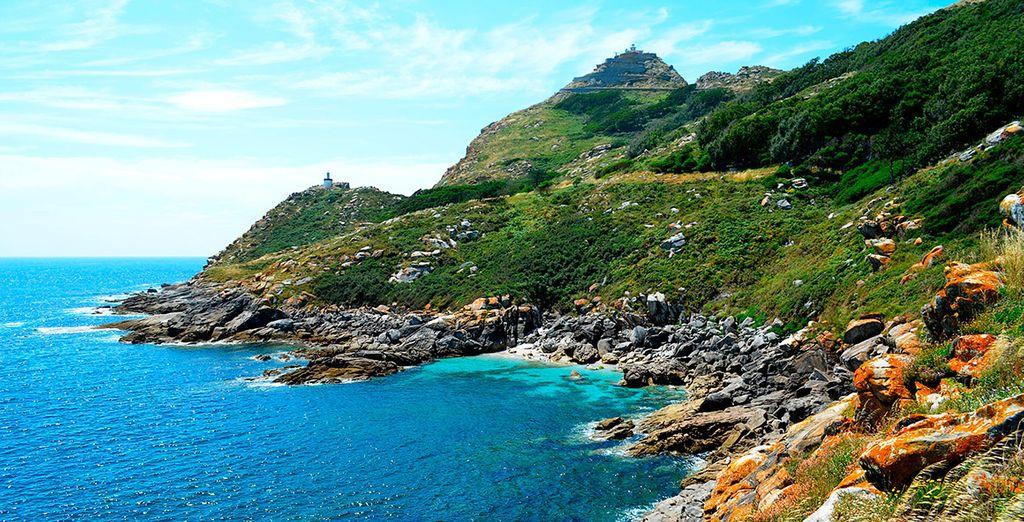 Las Islas Cíes, muy cerca, están declaradas Parque Natural, uno de los más bellos del mundo