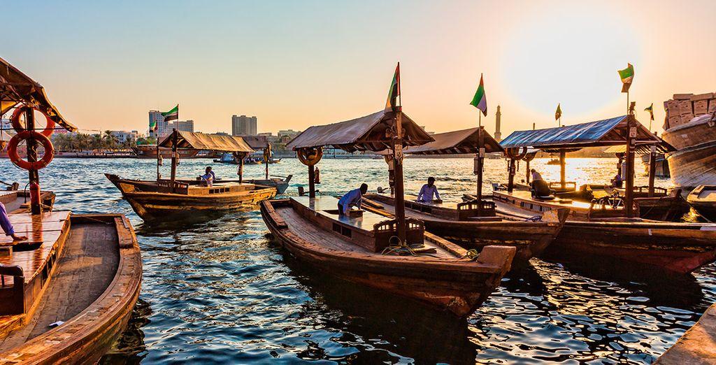 Tendrás la oportunidad de ver Dubái Creek y navegar en un Dhow tradicional
