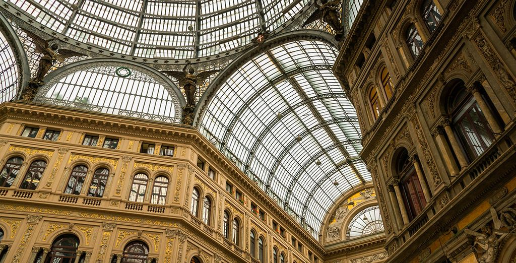 Aprovecha para visitar la Galería Umberto I