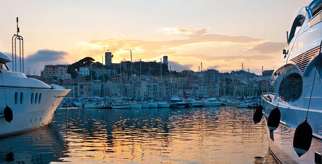 Tu hotel está situado a un paso del puerto deportivo y de la rue d'Antibes