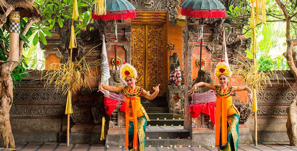 Verás una danza popular conocida como Kecak