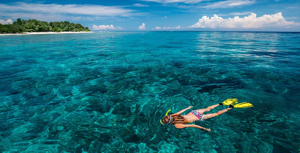 Practica algún deporte acuático... las azules aguas de sus playas te maravillarán