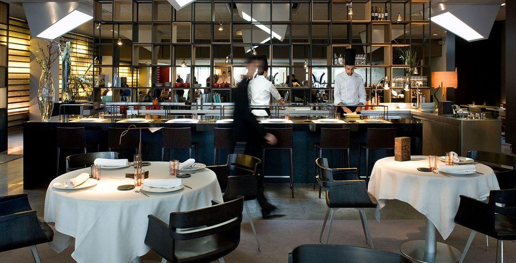 Alberga un restaurante con estrella Michelin, el Roca Moo, gestionado por el Celler de Can Roca