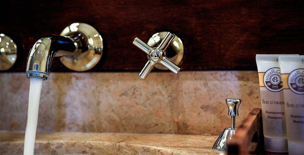 Baños exquisitos en un magnífico hotel