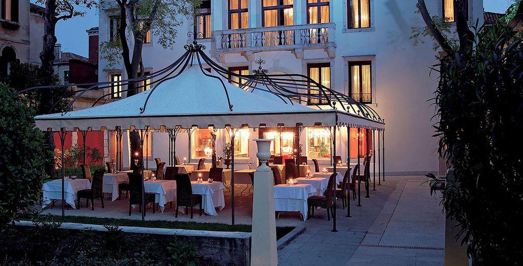 Pasa por el restaurante y disfruta de tu 15% de descuento en comida y bebidas