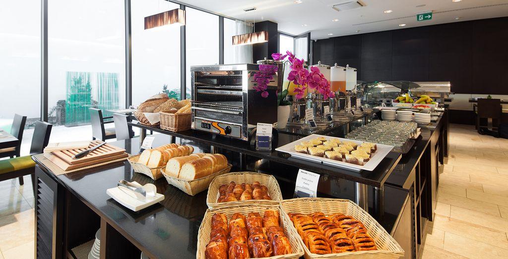 ...y un delicioso desayuno buffet cada mañana