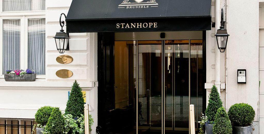 Te alojarás en el Stanhope Hotel 5*, situado en el centro de la ciudad