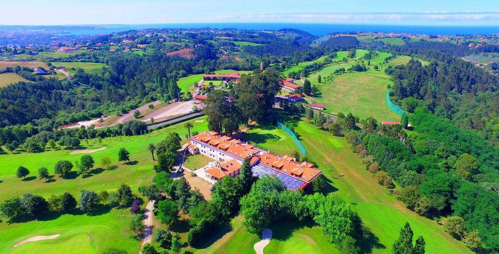 Bienvenido a Oca Palacio de la Llorea Hotel & Spa 4*, en un bonito entorno natural