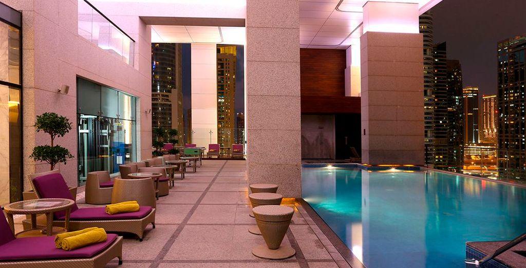 Vive unas vacaciones de lujo en Bonnington Jumeirah Lakes Towers 5*