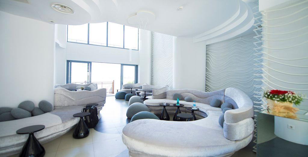 Decoración interior moderna y luminosa