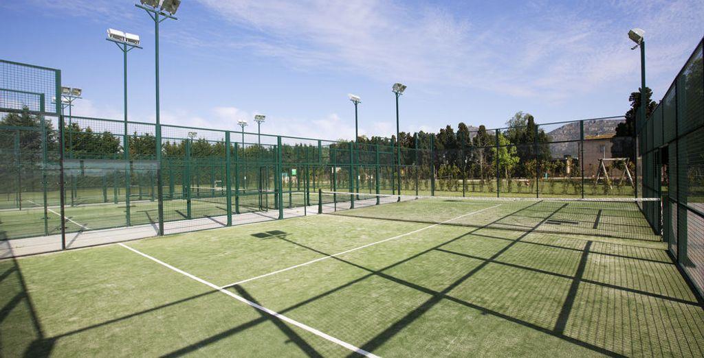 Con pistas de tenis y pádel