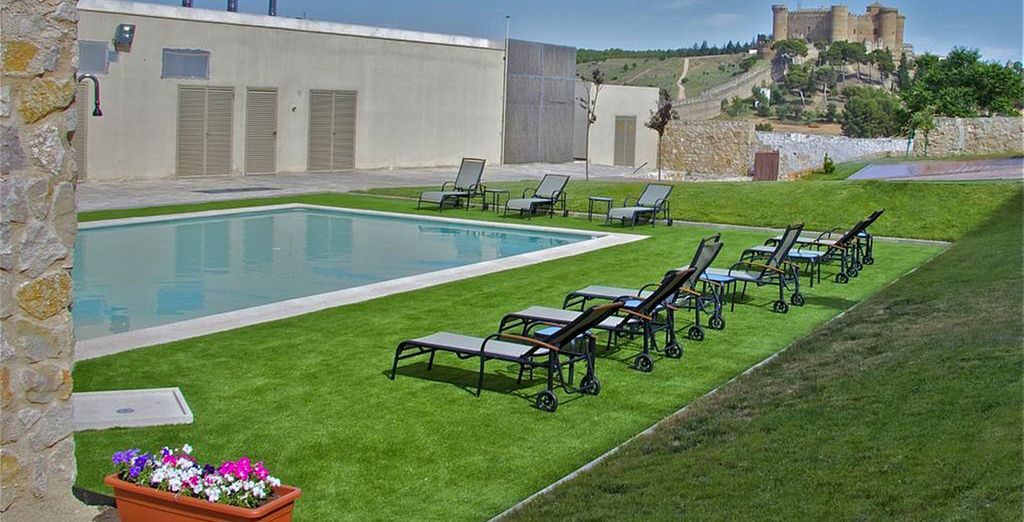 Disfruta de su piscina exterior en los meses de verano