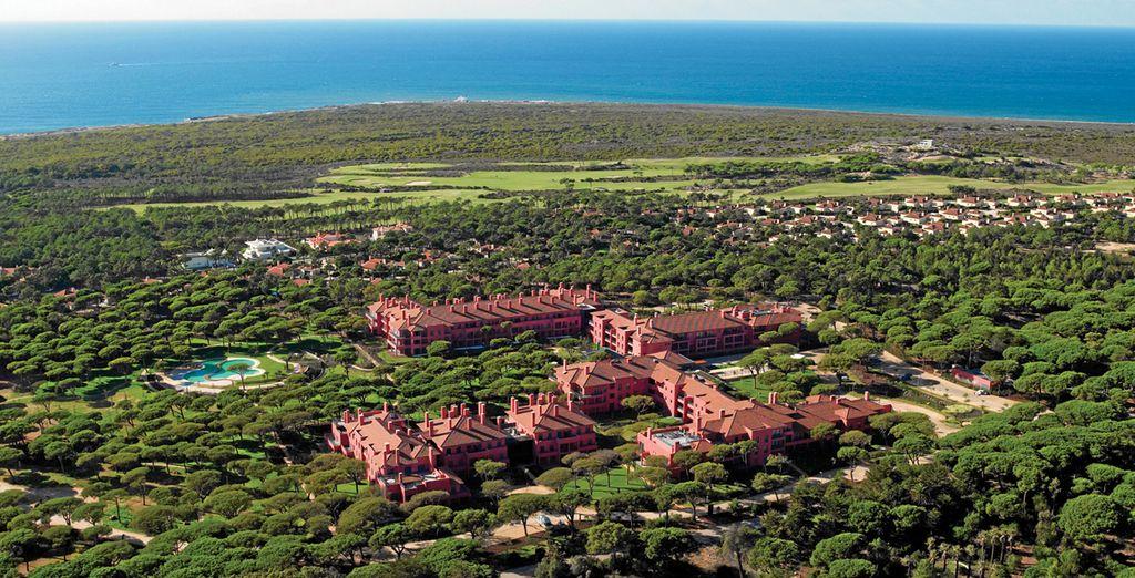 Sheraton Cascais Resort 5* se sitúa frente al Océano Atlántico, en el corazón de Quinta da Marinha