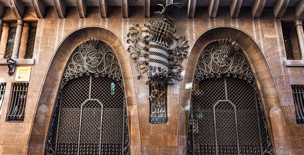 Dispondrás de 1 entrada por persona y estancia al Palau Güell, obra de Antonio Gaudí
