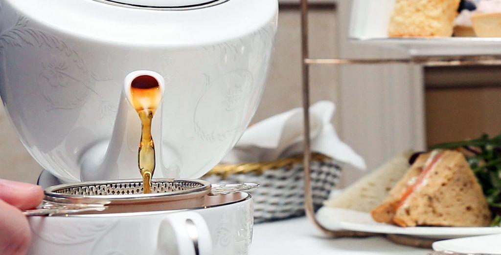 Toma el tradicional té de la tarde