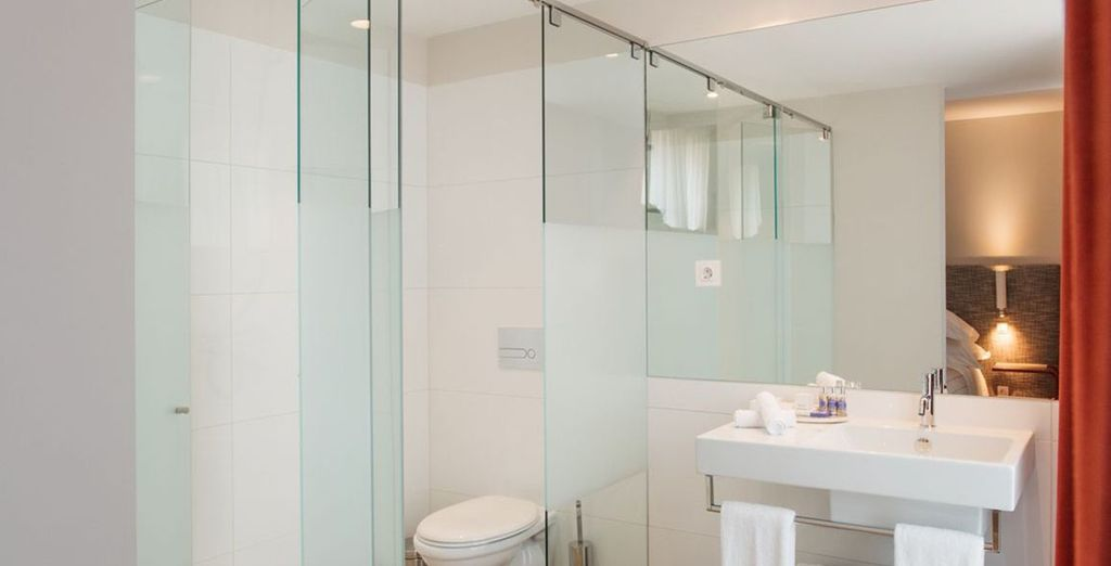 Con un baño completo y moderno