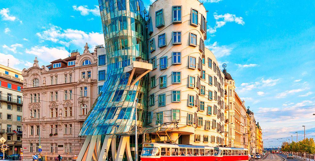 O la Casa Danzante del arquitecto Frank Gehry