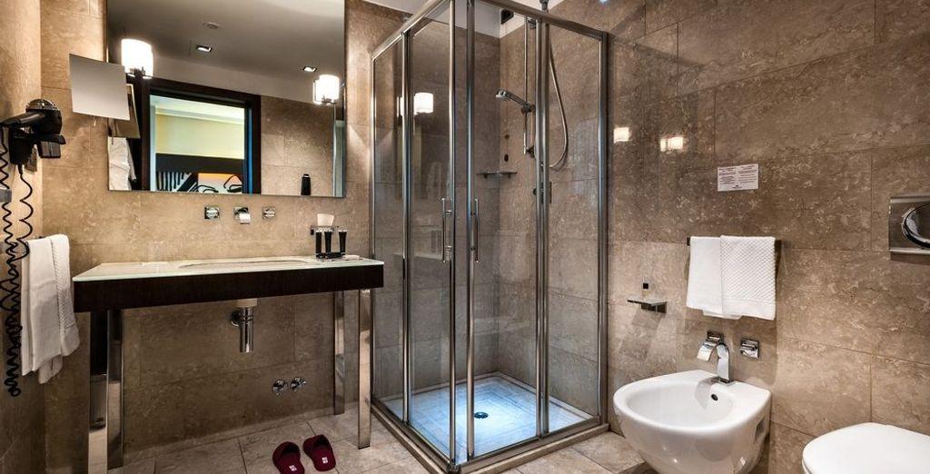 Cuenta con ducha en el baño