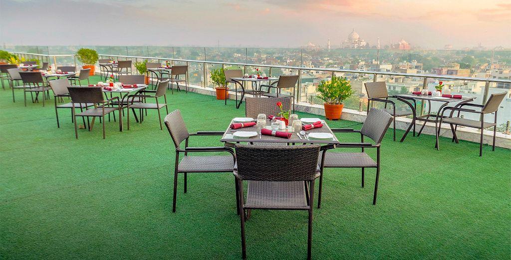 Disfruta de las increíbles vistas de la ciudad y del Taj Mahal