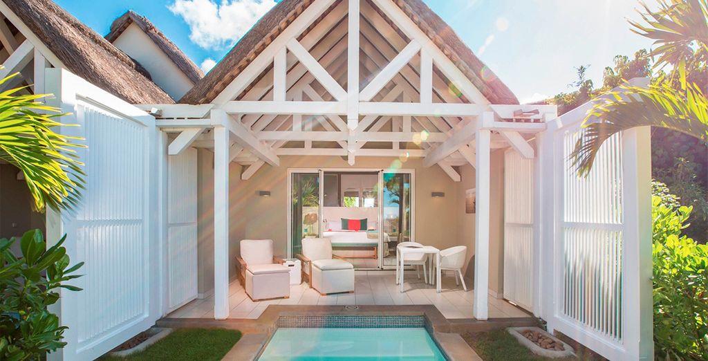 Si lo prefieres, podrás alojarte en una fabulosa habitación Deluxe Prestige con piscina privada