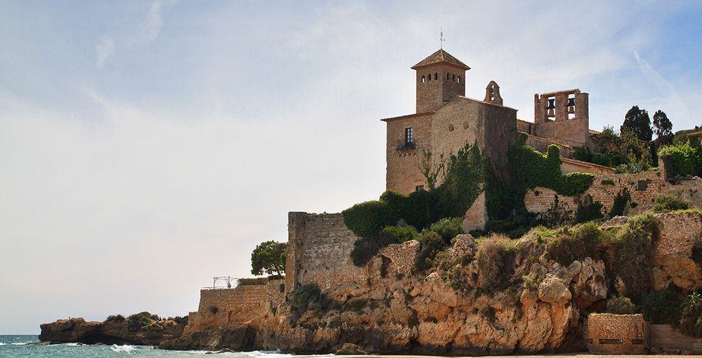 Visita joyas como el Castillo de Tamarit