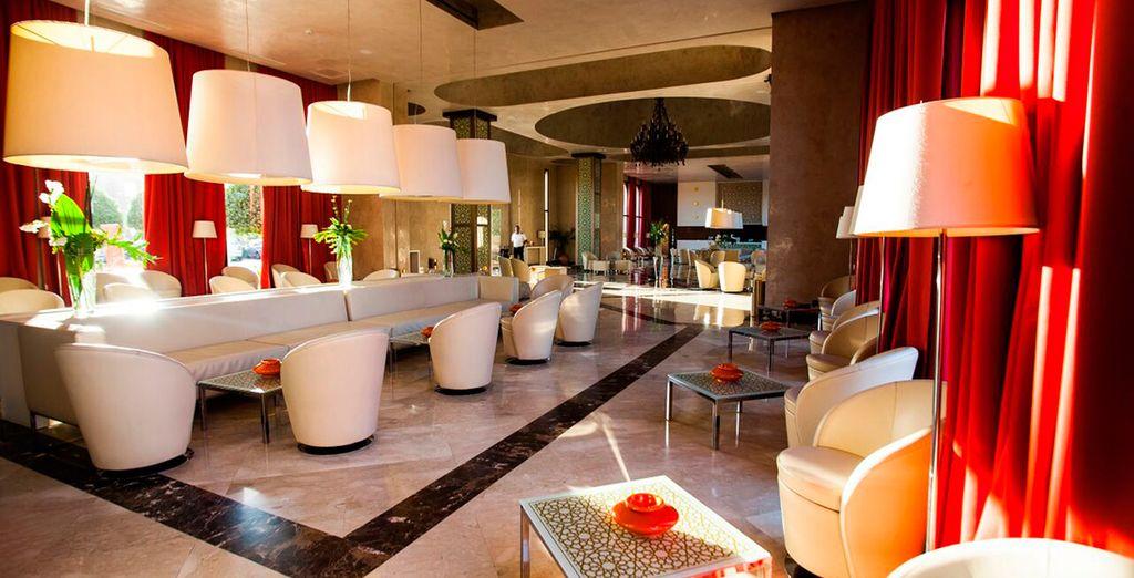 Un hotel que ofrece una amplia gama de actividades de ocio