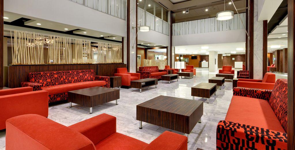 Holiday Inn Downtown Centre Toronto 3* será tu hotel en Toronto