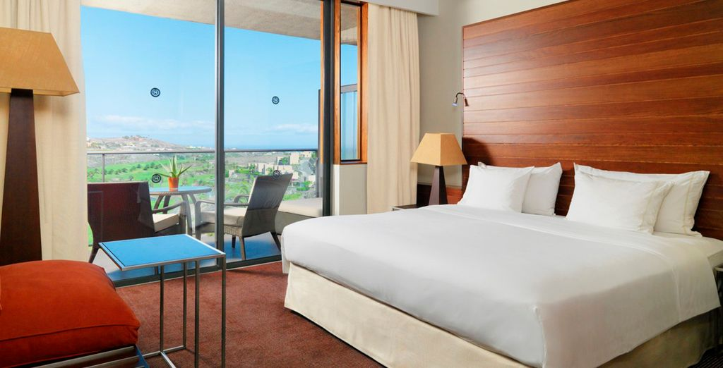 Descansa en tu habitación de estilo elegante y contemporáneo