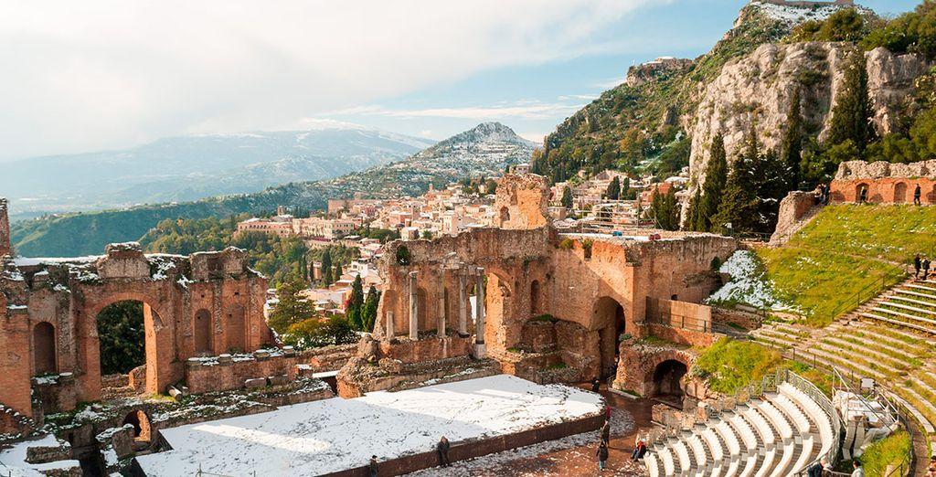 Taormina es uno de los escenarios más hermosos para un bonito recuerdo